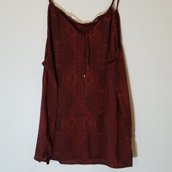 1X red and black pattern tank top